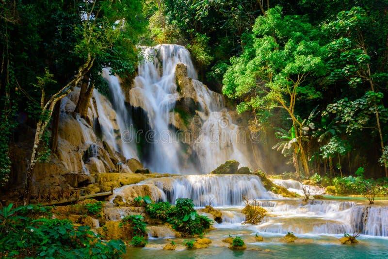Kuang-Si-Wasserfall in Luang Prabang, Laos lizenzfreie stockfotos