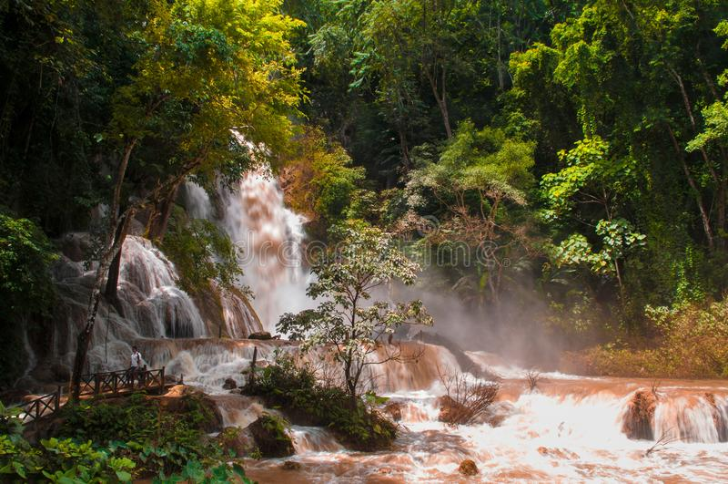 Kuang Si Waterfall nella stagione dei monsoni Luang Prabang, Laos fotografia stock
