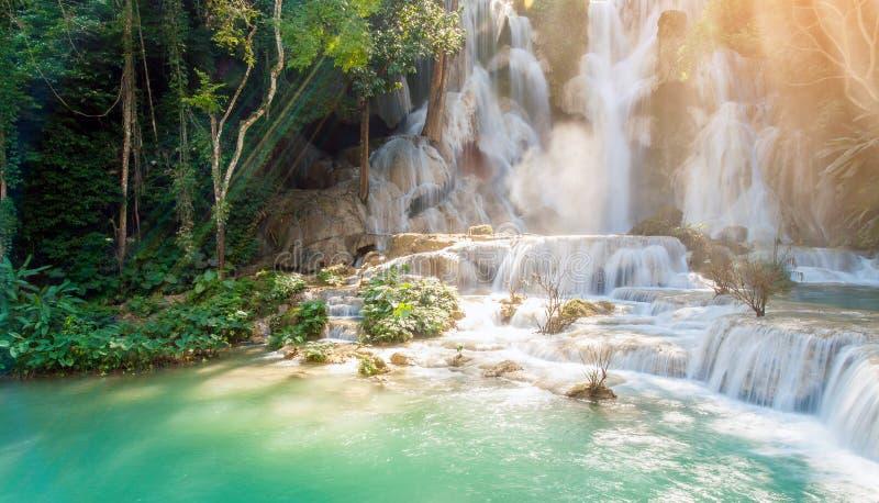 Kuang Si Waterfall ( Tat Guangxi ) , Luang Prabang, Laos - imagen fotos de archivo