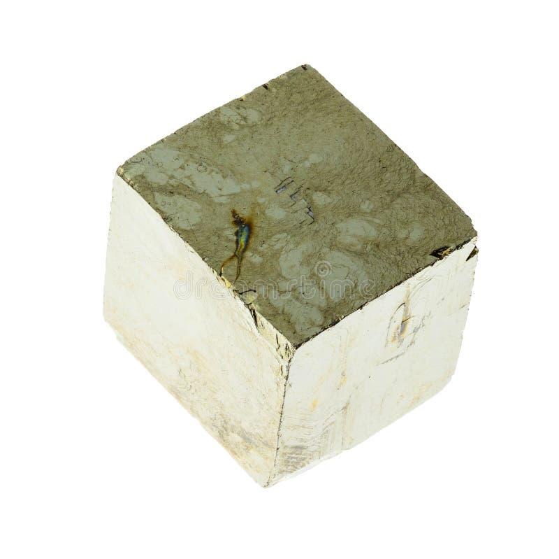 kub av järnpyrit på vit arkivfoto