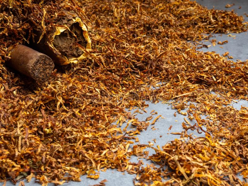 Kubańscy cygara i tabaczny tło zdjęcie stock