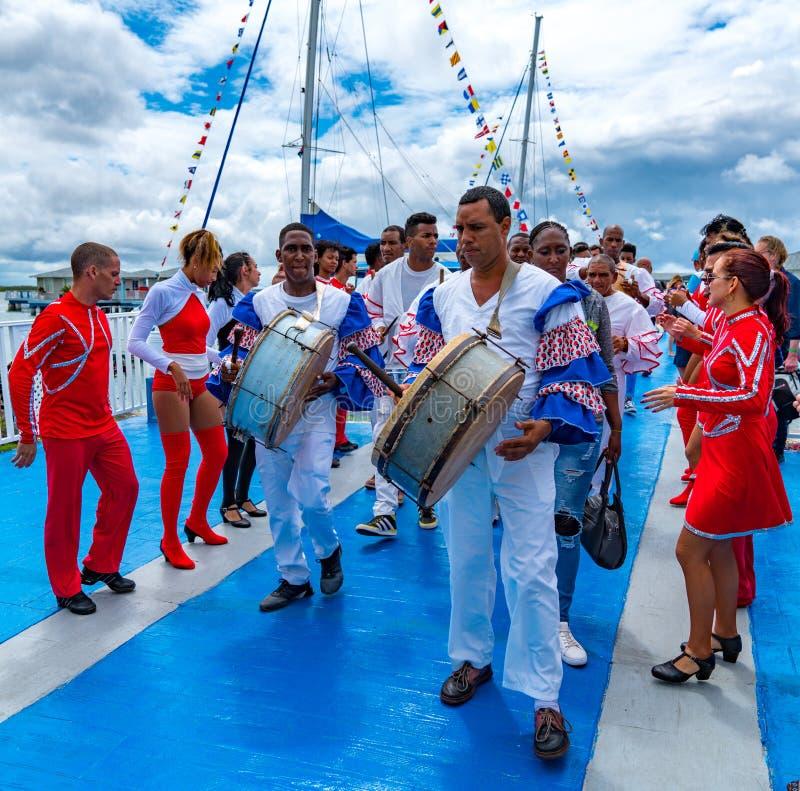Kubańscy muzycy występują w turystach zdjęcie stock
