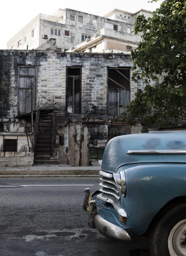 Kuba, Havana Das alte zerstörte Gebäude auf einer der zentralen Straßen stockfotografie