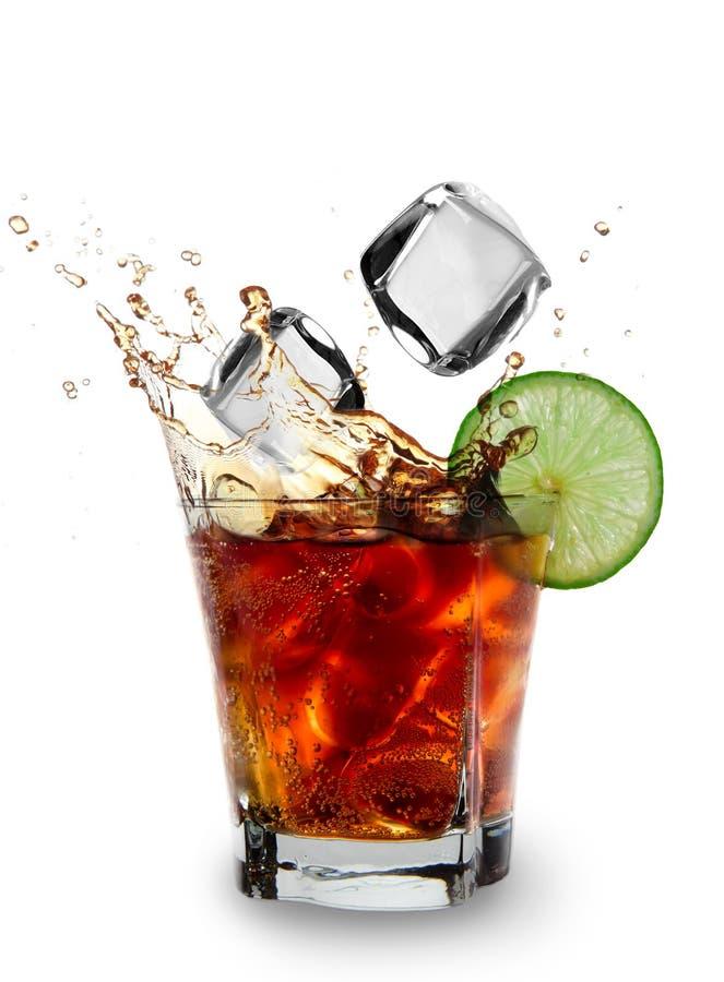 Kuba libre Getränk stockfoto. Bild von frisch, tropfen - 25702104