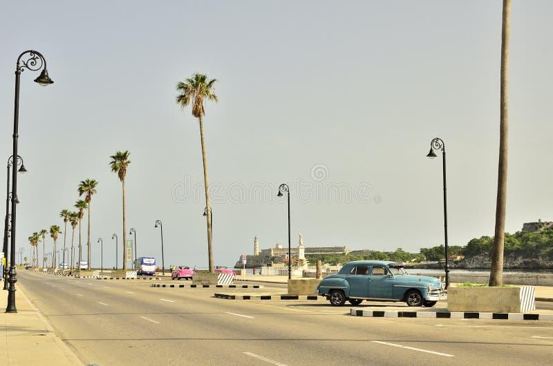 Kuba och bilar x royaltyfri fotografi