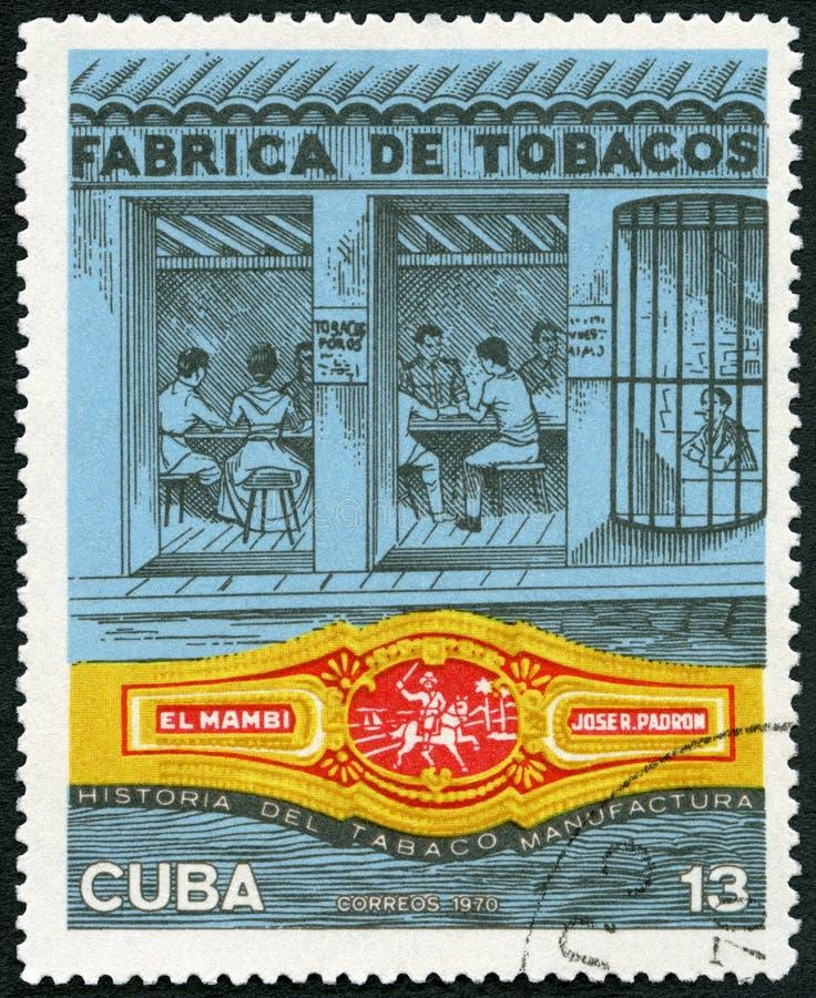 KUBA - 1970: showfabrik, musikband för El Mambi, Jose R Padron, kubansk cigarrbransch royaltyfri foto