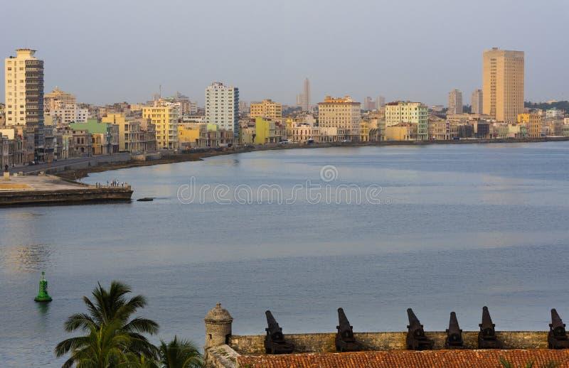 Kuba-Skyline von Havana mit dem Malecon lizenzfreie stockbilder