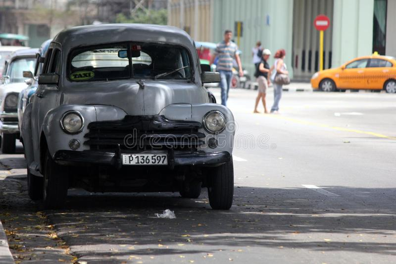 Kuba starzy samochody wciąż operacyjni i używać jako taxi zdjęcie royalty free