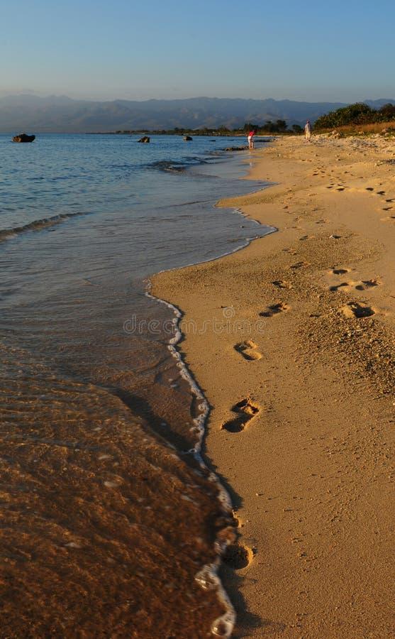 Kuba: Stranden av Trinidad City på solnedgången arkivfoton