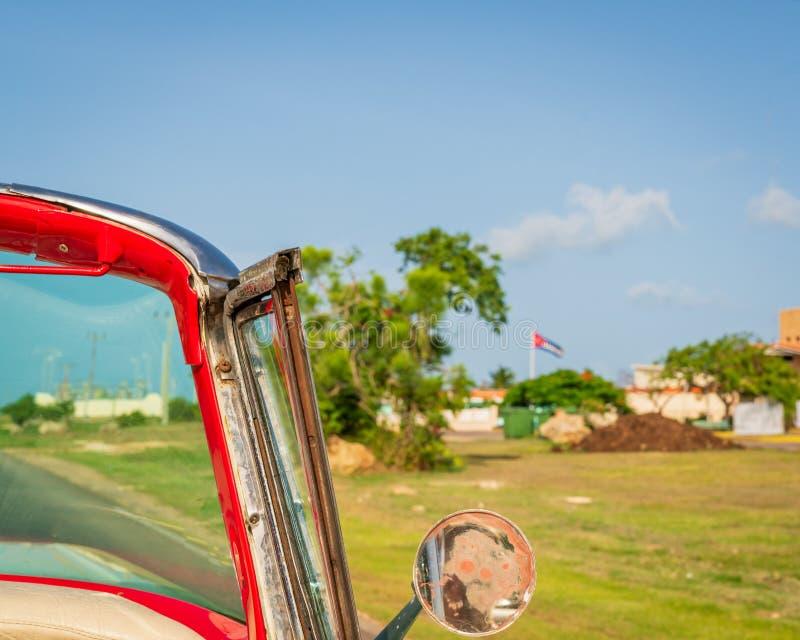 Kuba Varadero, sikt inom en klassisk amerikansk bil för gammal tappning royaltyfri fotografi