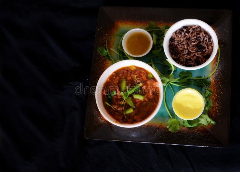 Kubanische Nahrung im dunklen Nahrungsmittelmodus lizenzfreie stockfotos