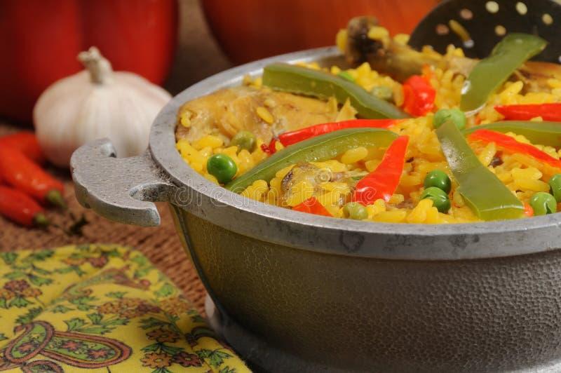 Kubanischer Teller - gesalzener Reis mit Huhn lizenzfreie stockbilder