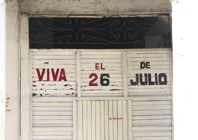 Kubanisches Gebäude mit Propaganda stockfotos