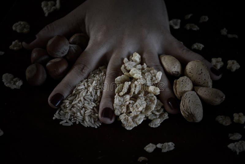 Kubansk mat i mörkt matfunktionsläge arkivfoton