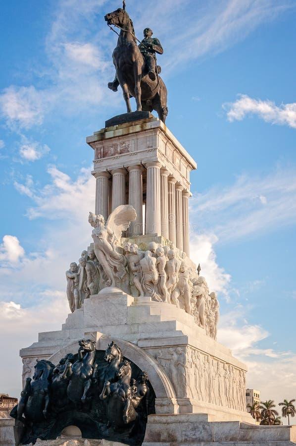 Kubansk monument i gammal havannacigarr arkivbild