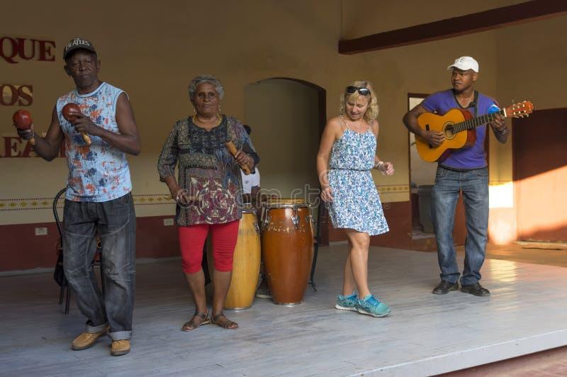 Kubansk musik och danser arkivbild