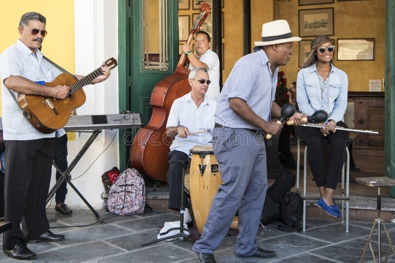 Kubanska musiker i havannacigarren, Kuba arkivbild