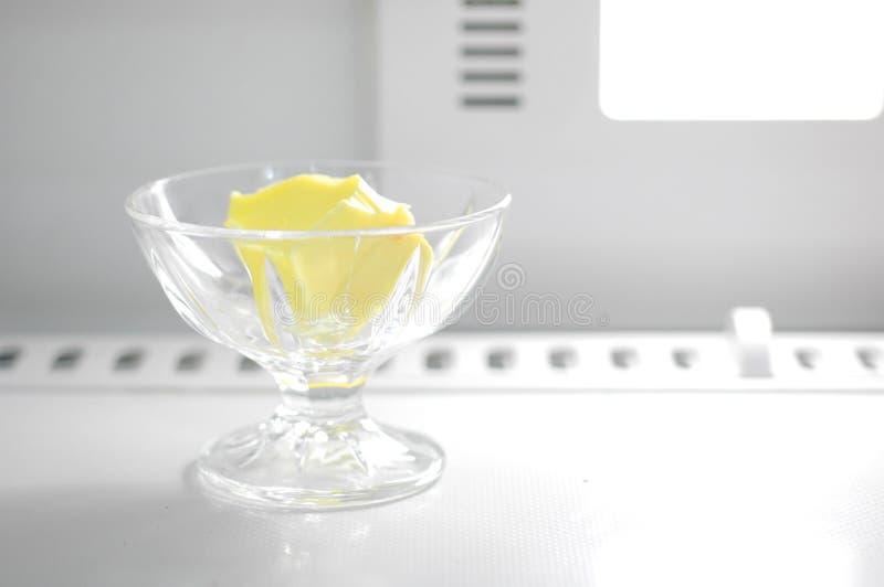 kubek masła obraz stock
