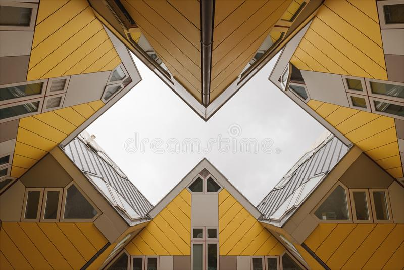 Kubhus i Rotterdam royaltyfri foto