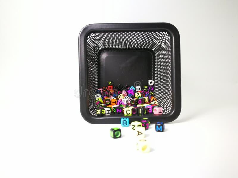 kubiczny abecadło wśrodku puszki i na zewnątrz obraz stock