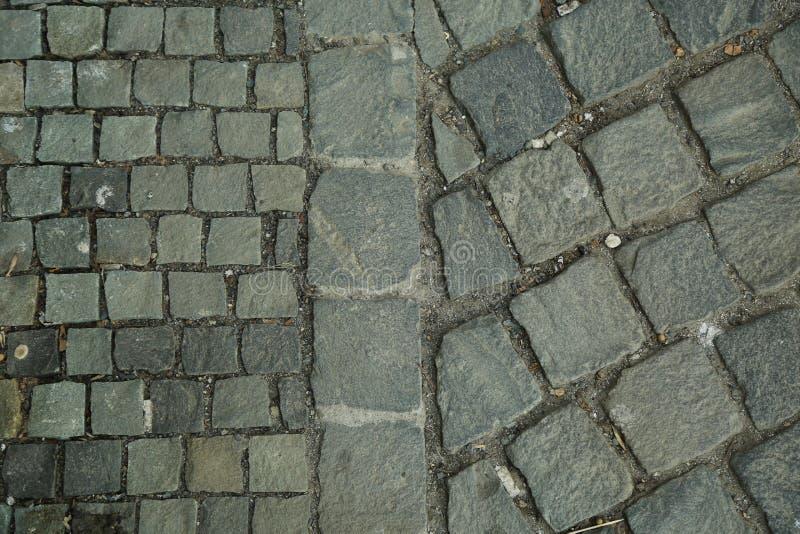 Kubiczny kamień, brukowa dachówkowy bruk Abstrakcjonistycznego i dekoracyjnego chodniczka odgórny widok fotografia royalty free