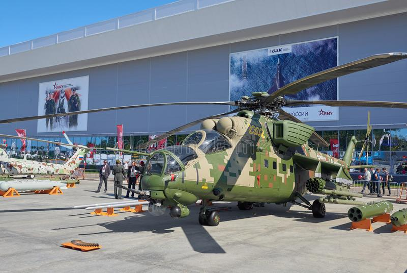 KUBINKA,俄罗斯, 8月 24日2018年:在武装斗争俄国直升机米-24的看法 在ARMY-2018陈列的俄国军用直升机 库存图片