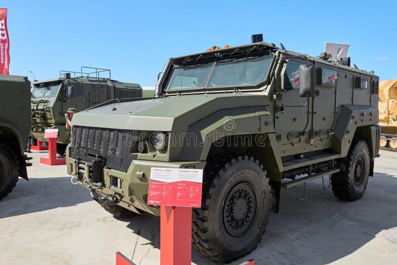KUBINKA, ROSJA, AUG 24, 2018: Widok na ciężkim militarnym opancerzonym 4WD pojazdu tajfunie K-53949 dla kawalerzystów i różnego b zdjęcia royalty free