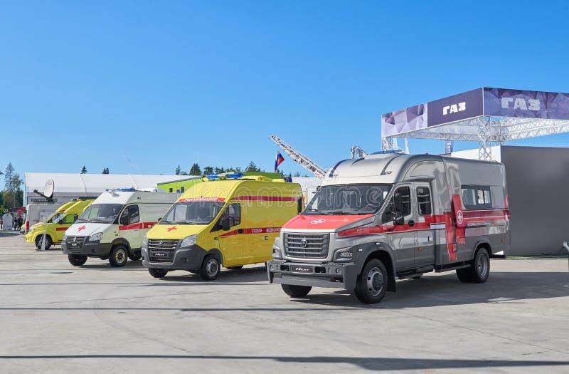 KUBINKA, RUSLAND, AUGUSTUS 24, 2018: Weergeven op Russische speciale auto's en vrachtwagens op GAZ-voertuigplatform voor geneesku royalty-vrije stock foto's