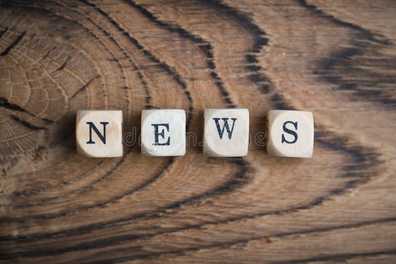 Kubussen met woord` nieuws ` stock fotografie