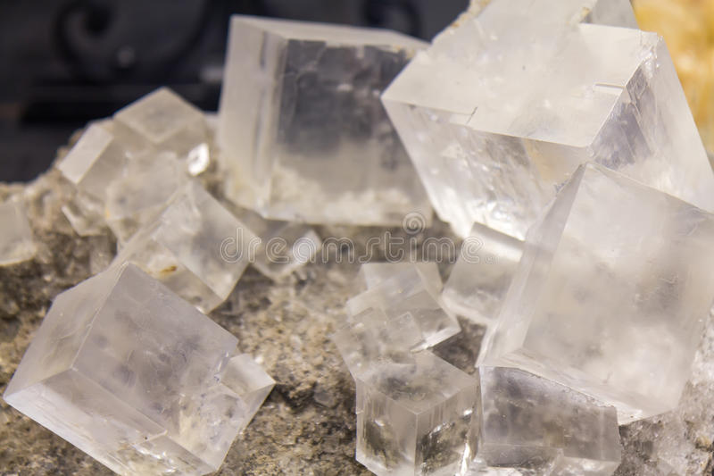 Kubussen van Halite-mineraal royalty-vrije stock foto's