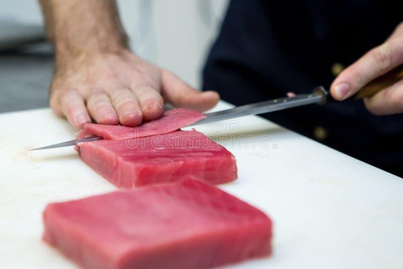 Kucbarski cięcie tuńczyk przepasuje zdjęcie stock