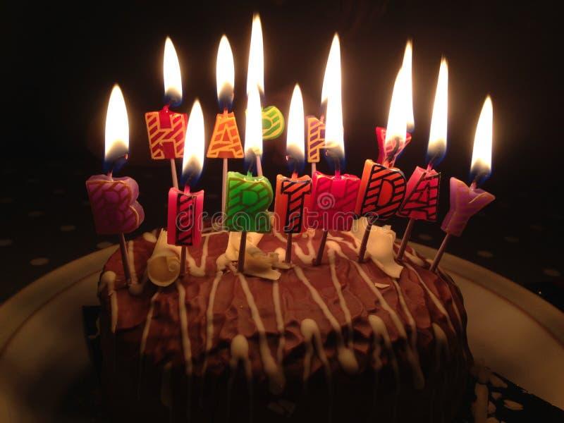 Kuchen-alles- Gute zum Geburtstagkerzen lizenzfreies stockfoto