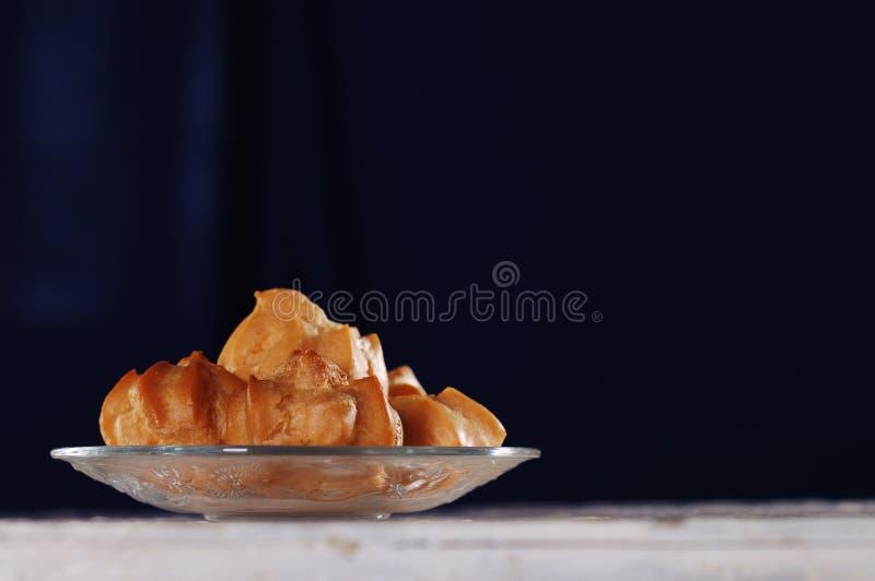 Kuchen auf der Tabelle stockfoto