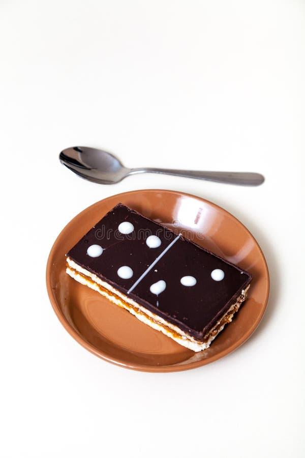 Kuchen in der Form der rechteckigen Dominofliese stockbild