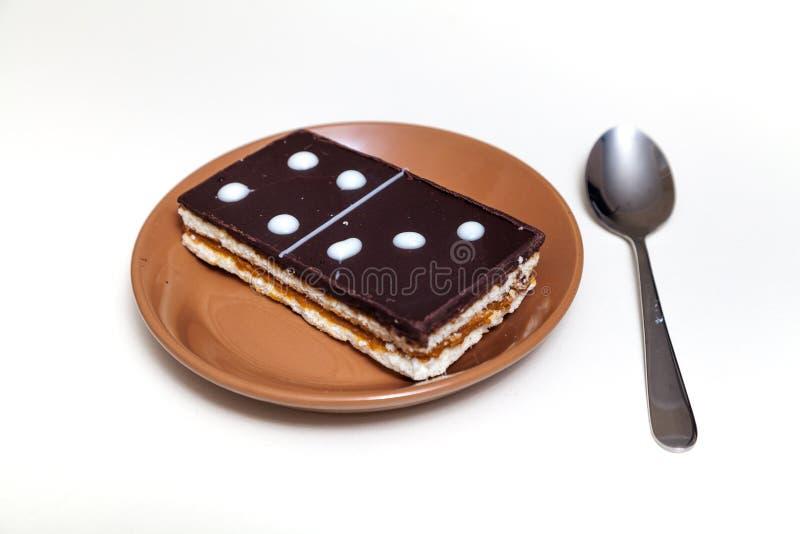 Kuchen in der Form der rechteckigen Dominofliese lizenzfreie stockfotos