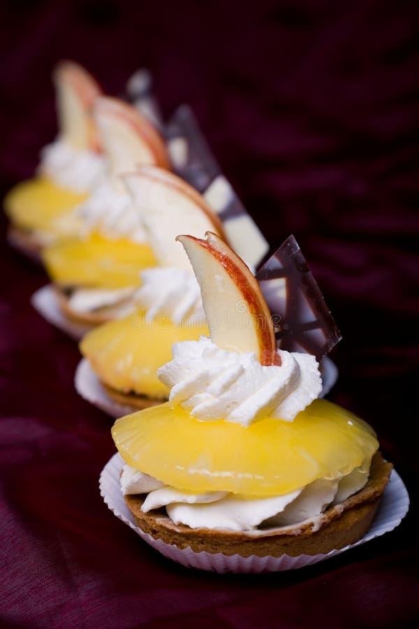 Kuchen mit Ananas lizenzfreie stockfotos
