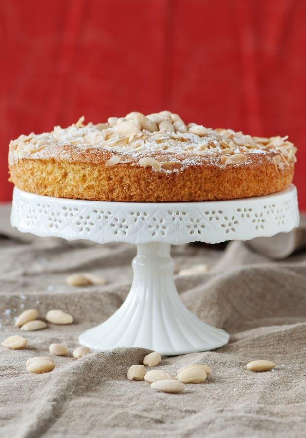 Kuchen mit Mandeln stockfoto
