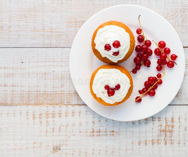 Kuchen mit Sahne stockfotografie