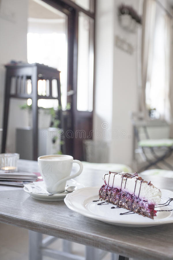 Kuchen mit Schokolade lizenzfreies stockbild