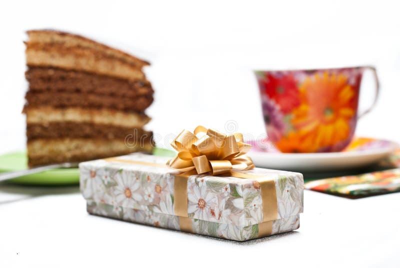 Download Kuchen mit Tee oder Kaffee stockbild. Bild von weiß, nachtisch - 12202003