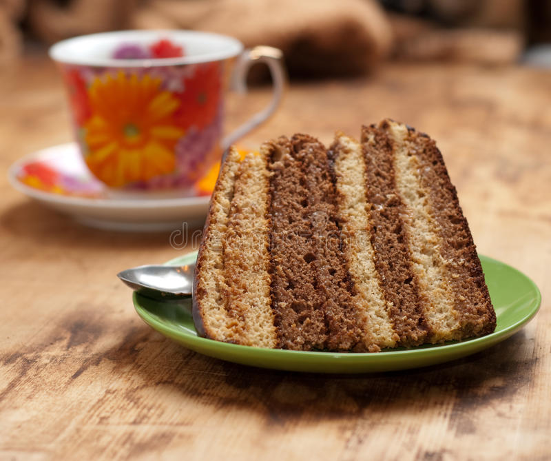 Download Kuchen mit Tee oder Kaffee stockfoto. Bild von schwarzes - 12202228