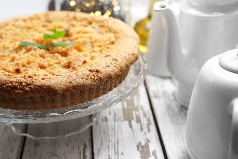 Kuchen Shortcrustgeb?ck mit buchstabiertem Mehl und Apfelf?llung lizenzfreies stockfoto