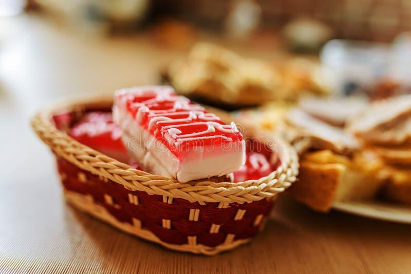 Kuchen-Taubenmilch stockfotos