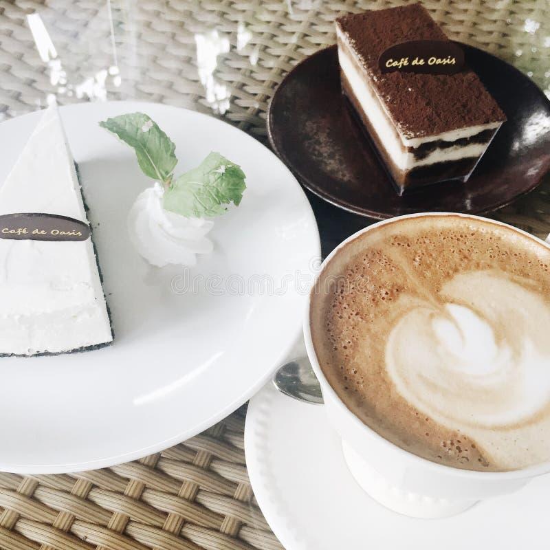 Kuchen u. Kaffee stockfoto