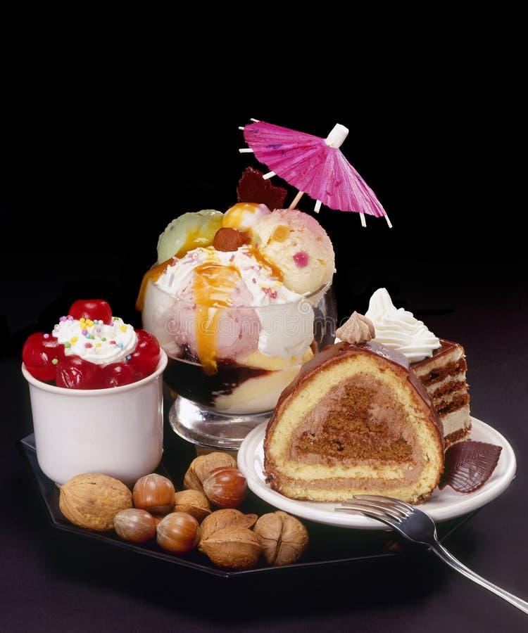Kuchen und Eiscreme stockfotografie