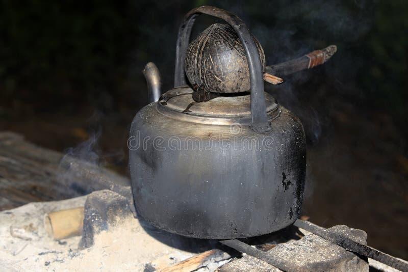 Download Kuchenka i czajnik obraz stock. Obraz złożonej z stary - 57674903
