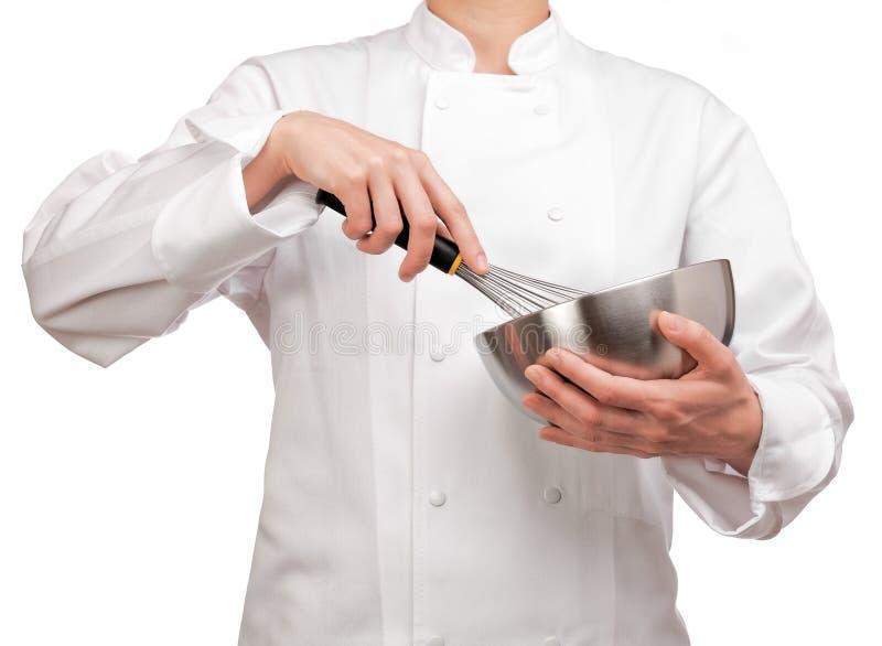 Kuchenka trzyma puchar i śmignięcie obraz stock
