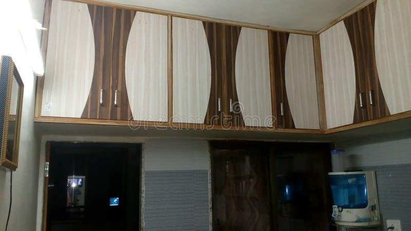 Kuchenny magazyn, drewniany meble fotografia stock