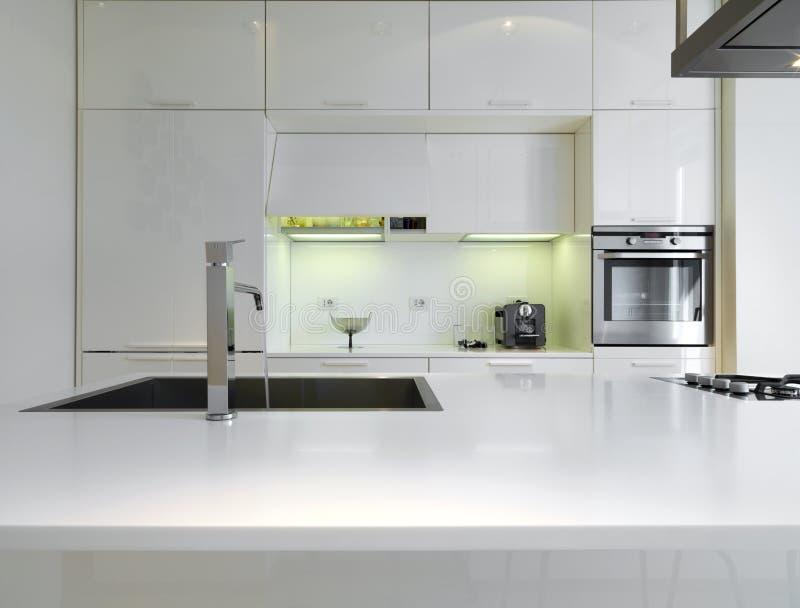 kuchenny nowożytny biel obrazy stock