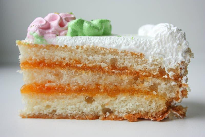 Kuchenstück mit rosa Blume Schließen Sie herauf Schuss lizenzfreies stockfoto